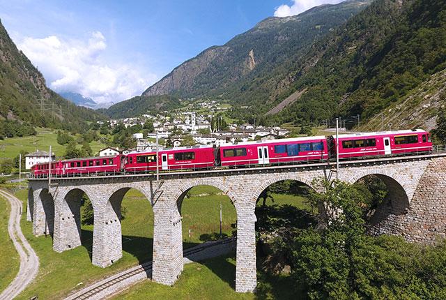 Trenino rosso del Bernina a Brusio